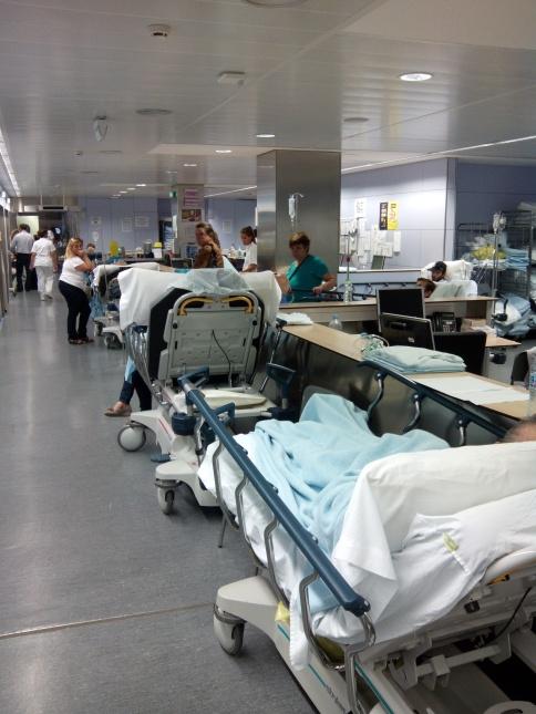 Pacients als passadissos d'urgències de l'Hospital de Terrassa.